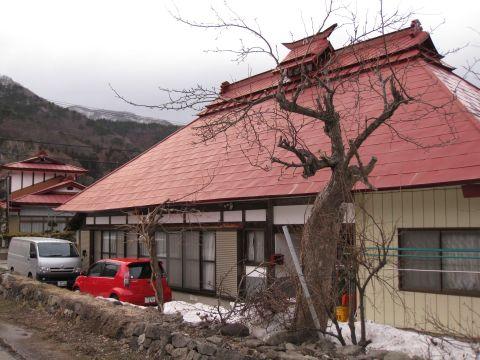 龍福寺前の民家