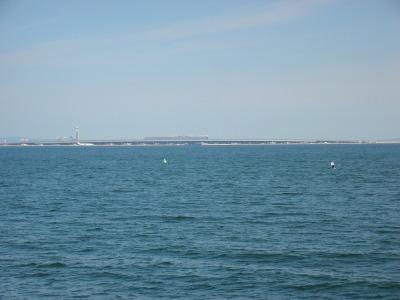 田尻漁港から見た関空島