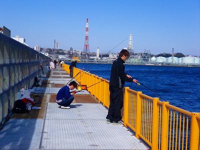 奥側の釣り桟橋