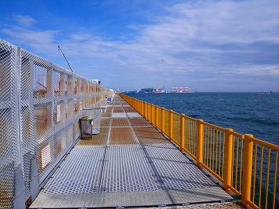 入り口側の釣り桟橋