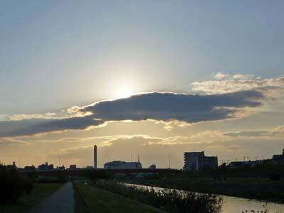 雲に隠れる太陽