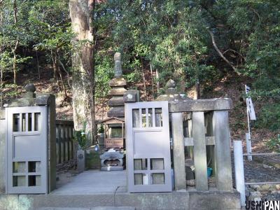 源頼朝の墓2