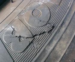 破けタイヤ