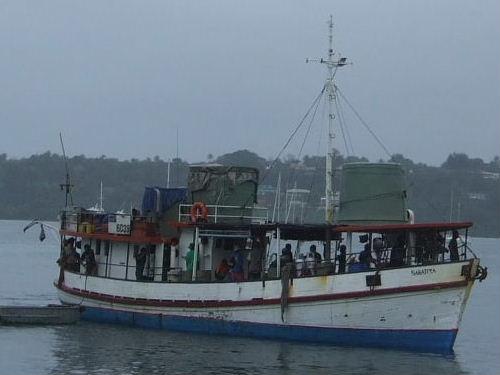 ツバルへ向かう乗合船
