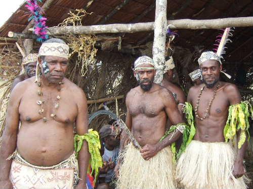 エロマンゴ島から来た人々