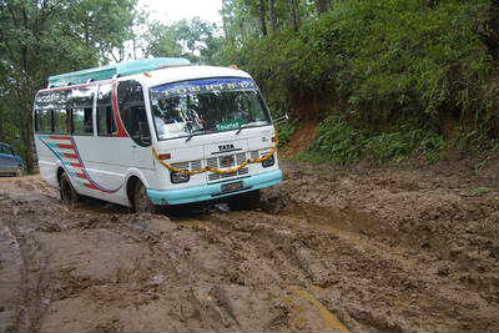 Bus_Chautara.jpg
