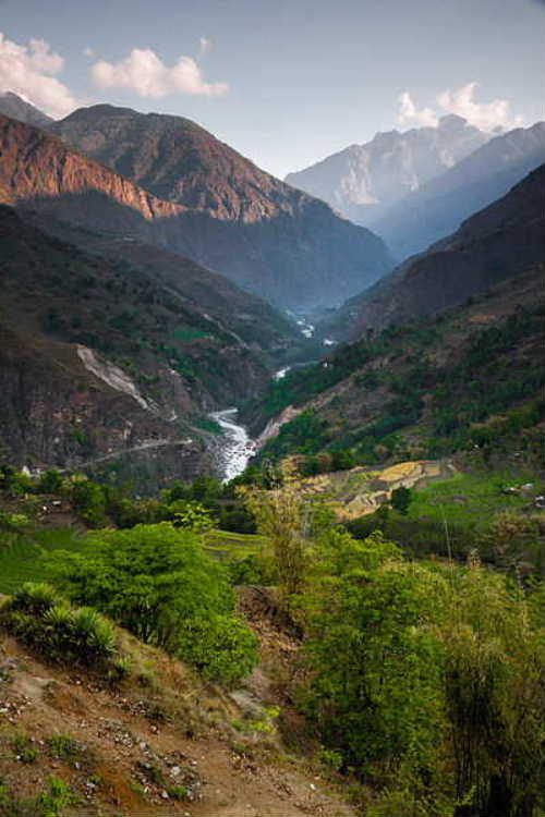 Lamjung_himal8_Marshyangdi_river_near_Bahundanda.jpg