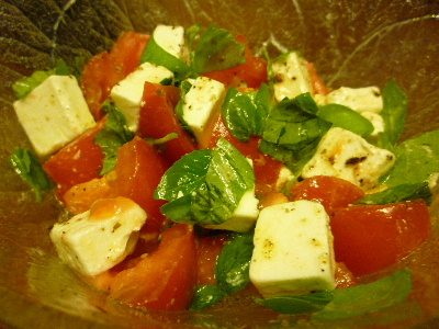 チーズとトマトのサラダ