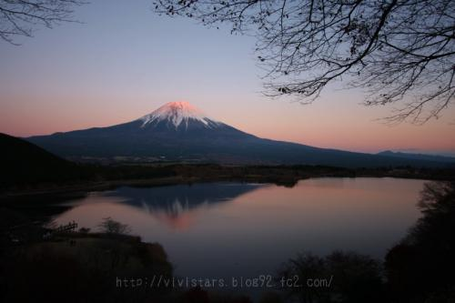 田貫湖から逆さ赤富士