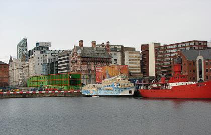 カラフル船