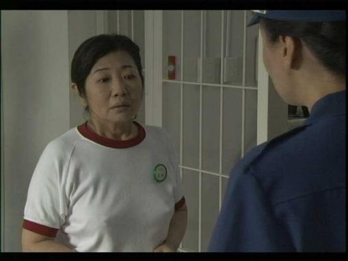 この体操着の女優、乳首立ってないか