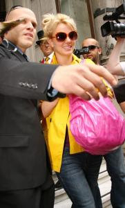 Britney Spears - Leaving her hotel in London s03