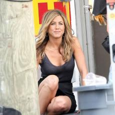 Jennifer Aniston - set of Bounty Hunter in Atlantic City s02