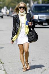 Kristin Cavallari @ Neil George Salon in Beverly Hills - Aug 18 a01