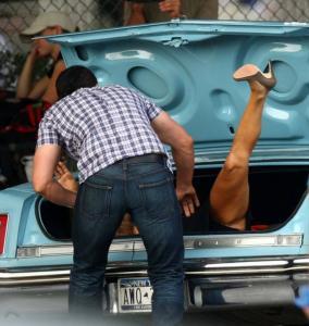 Jennifer Aniston - Set Bounty Hunter (21 Aug 09) z01
