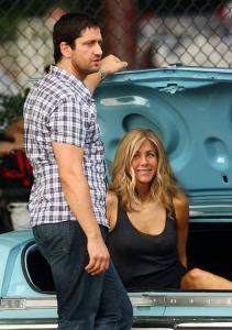 Jennifer Aniston - Set Bounty Hunter (21 Aug 09) z04