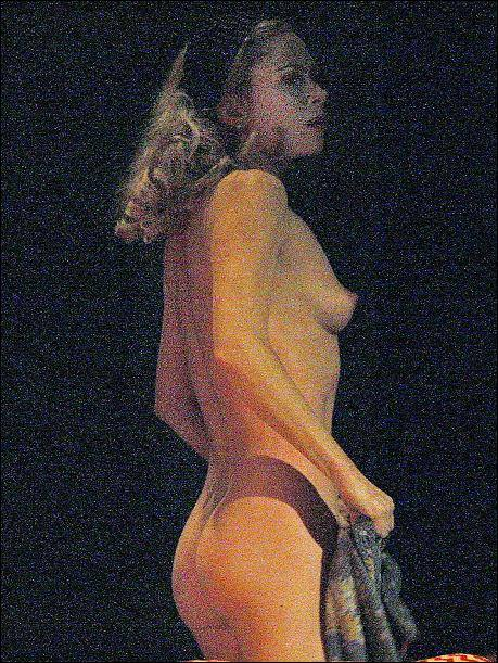 Anna Friel naked on stage for Breakfast at Tiffany v05
