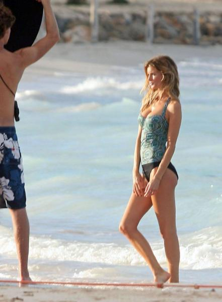 Marisa Miller - Candids in St Barts Shooting for Victorias Secret - Oct 18 x01