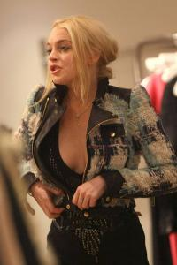 Lindsay Lohan 2009-10-22 - Shopping @ Intermix in Soho in New York a02