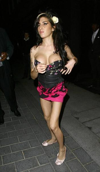 Amy Winehouse - NipSlip Leaving Gaucho Restaurant 03