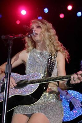 Taylor Swift Upskirt (2008 CMAs )
