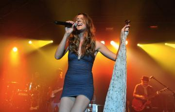 Joss Stone Upskirt during her concert in Munich 1