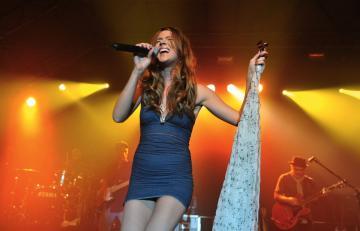 Joss Stone Upskirt during her concert in Munich 1