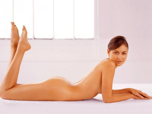 売上げアップに貢献!?女優のオルガ・キリレンコがスキンケアブランドの広告で全裸ヌードに