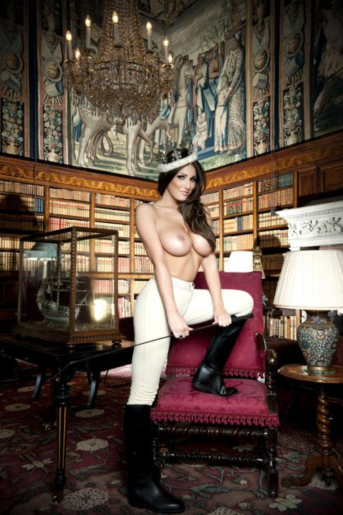 Lucy Pinder - Queen Lucy PS - Nuts Out-takes (12)