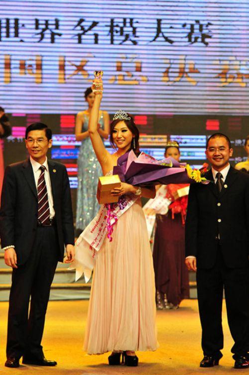 『世界モデルコンテスト中国大会』で優勝した宮如敏(Gong Rumin)