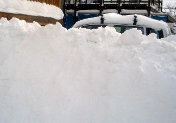 自動車と雪.jpg