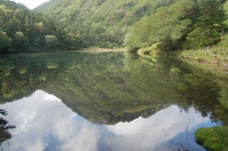 弥陀ヶ池に映る奥白根山
