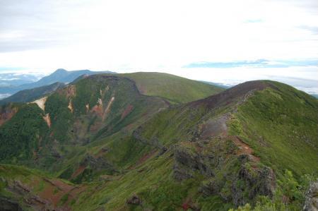 横岳山頂からの硫黄岳方面.