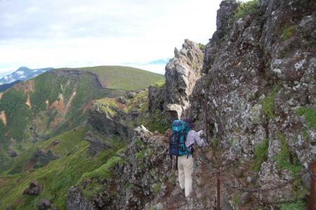 横岳山頂直下の稜線