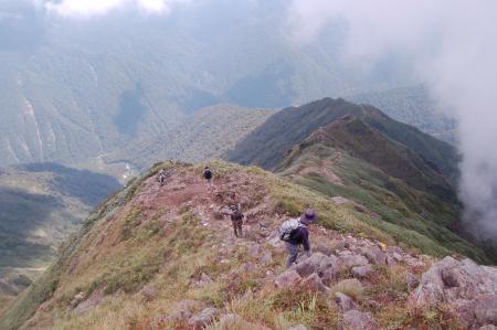 ザンゲ岩付近から見る登山道