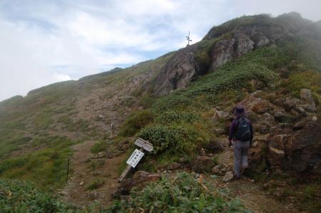 肩の小屋直下の登山道