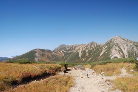 三股峠付近からの鷲羽岳