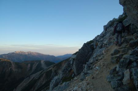 鷲羽岳山頂直下からの薬師岳