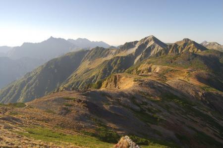 水晶岳への稜線から鷲羽岳