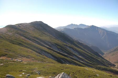 三ノ沢岳への分岐付近からの空木岳への稜線