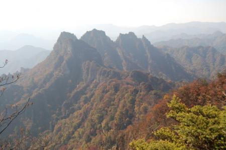 相馬岳から金洞山.