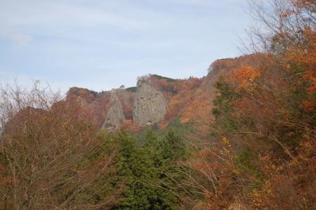 駐車位置から見る鷹取岩.