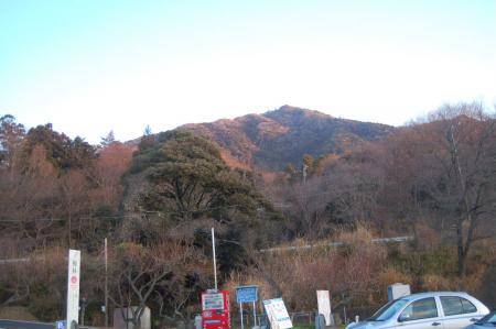 駐車場から見る男体山