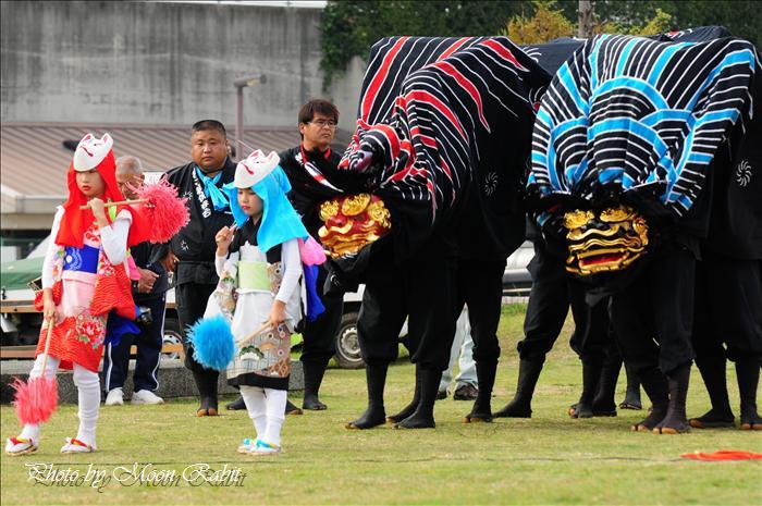 西条獅子舞フェスティバル2010(第5回)の予定 東予運動公園特設会場 2010年11月7日(日)12時~16時 --写真は-- (西条市のイベント)   上市獅子舞 第3回西条獅子舞フェスティバル その5 西条市西ひうち 西条運動公園レクリエーション広場 2008年11月2日