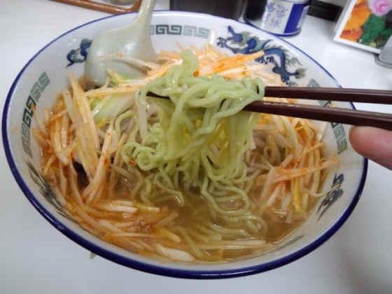 ネギ辛醤油野菜ラーメン120310b