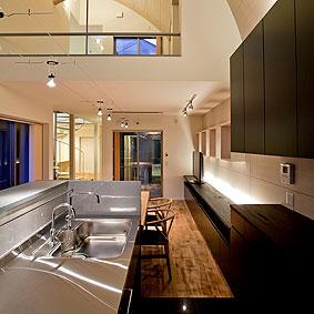 背面棚とのバランスを考慮したキッチン