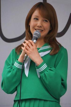 トリンドル玲奈 緑セーラー服 ソフトバンク Softbank