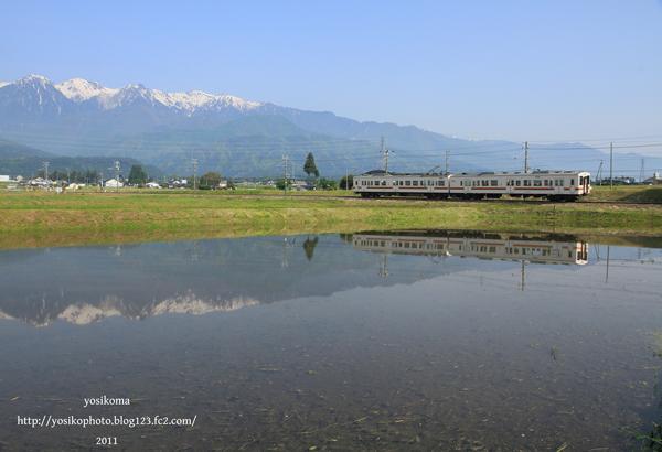 田んぼと電車2