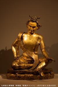 アヴァドゥーティパ坐像