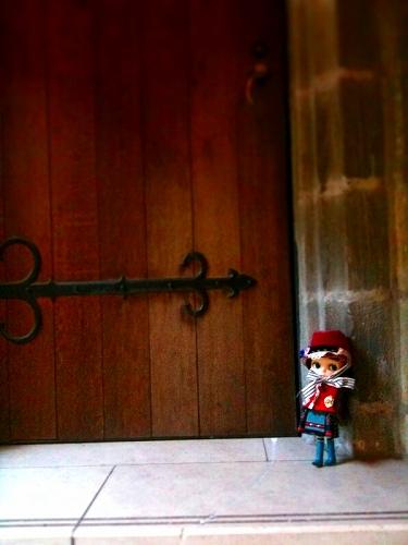 ドアの向こうは